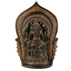 El tántrico Ganesha se encuentra en otros países del sudeste asiático tiene ecos en Java también.  Una estatua de Ganesha siglo 13 de Bara en el este de Java lo representa tanto como creador y destructor de obstáculos.  Con los años, las excavaciones han arrojado varias imágenes de Ganesha por toda la isla.