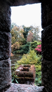 Magical lookout over the pond and gardens. A breath-taking view!