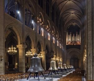 Les nouvelles cloches de la cathédrale Notre-Dame de Paris exposées dans la nef en février 2013